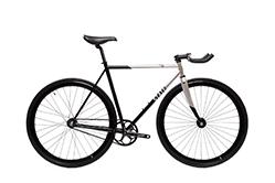 Das State Bicycle Contender gibt es auch in silber/schwarz.